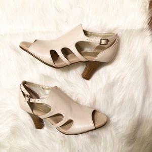 New AEROSOLES Bone Peep Toe Cut Out Sandals 8.5